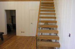Cantilevered staircases