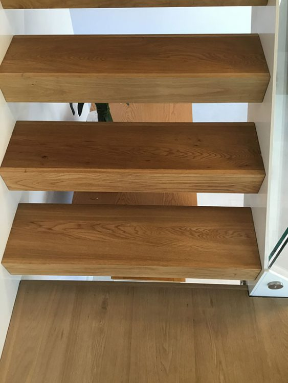 Straight string staircase